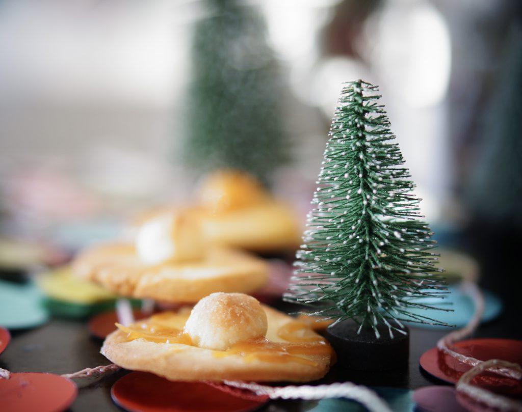 Weihnachtskekse mit Macademia und Karamell